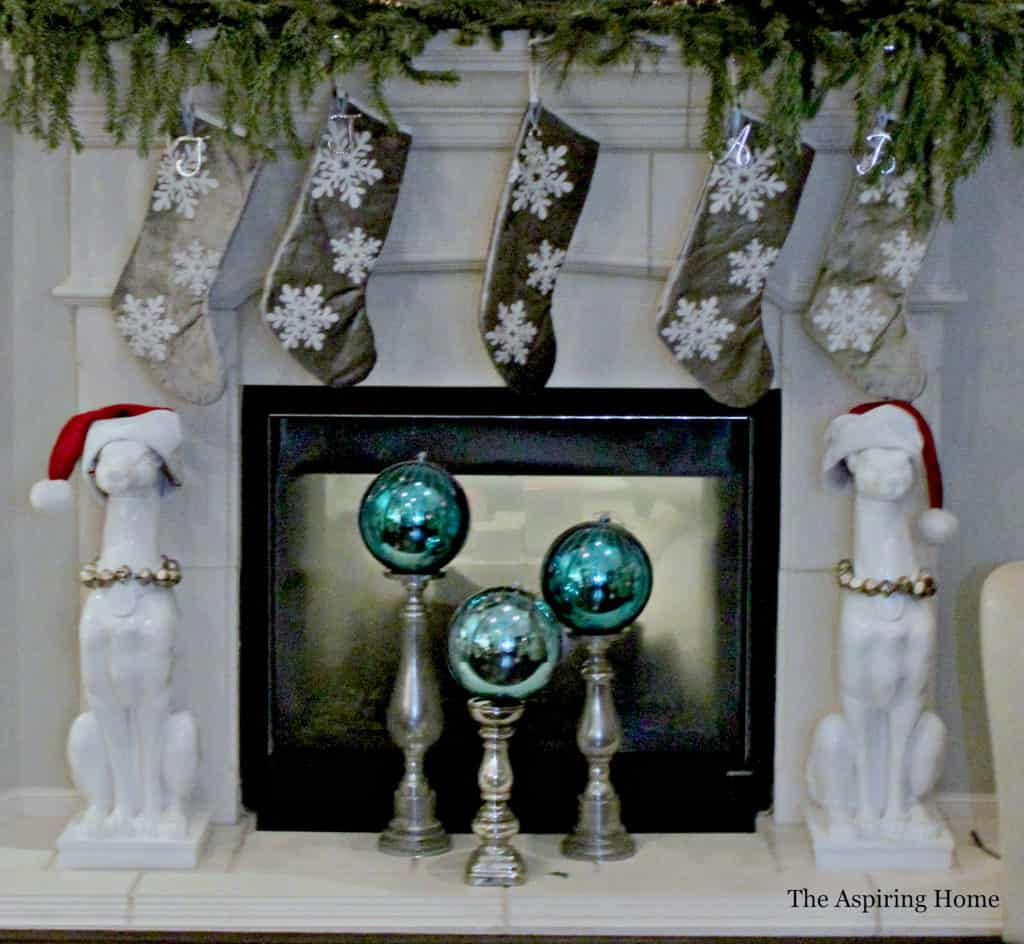use oversized ornaments ten simple Christmas decor ideas