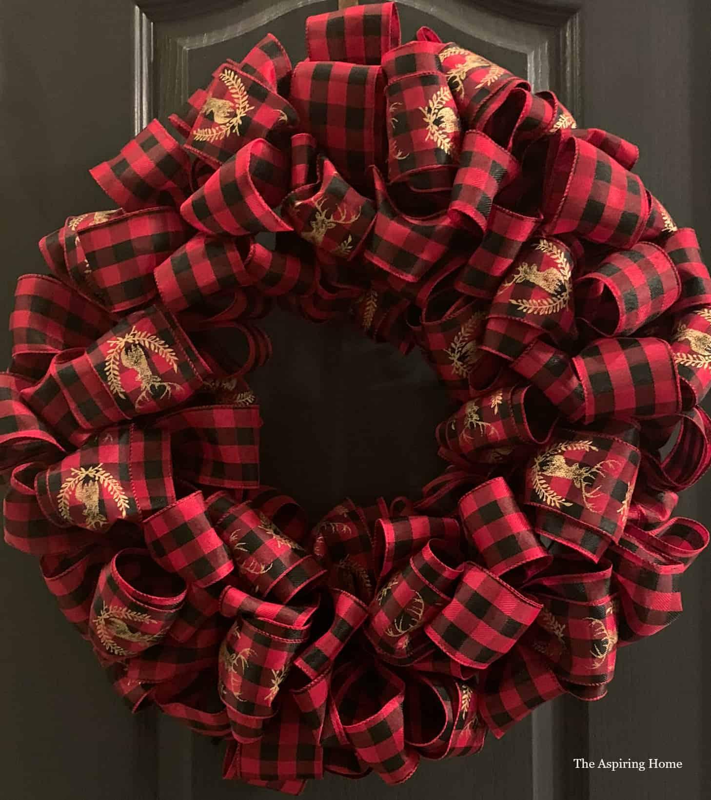 Make This Easy Christmas Bow Wreath The Aspiring Home